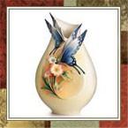 Фарфоровые вазы для цветов
