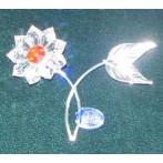 Хрустальный цветок на металлическом стебле
