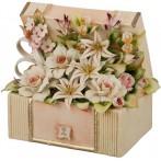 Декоративная шкатулка с цветами